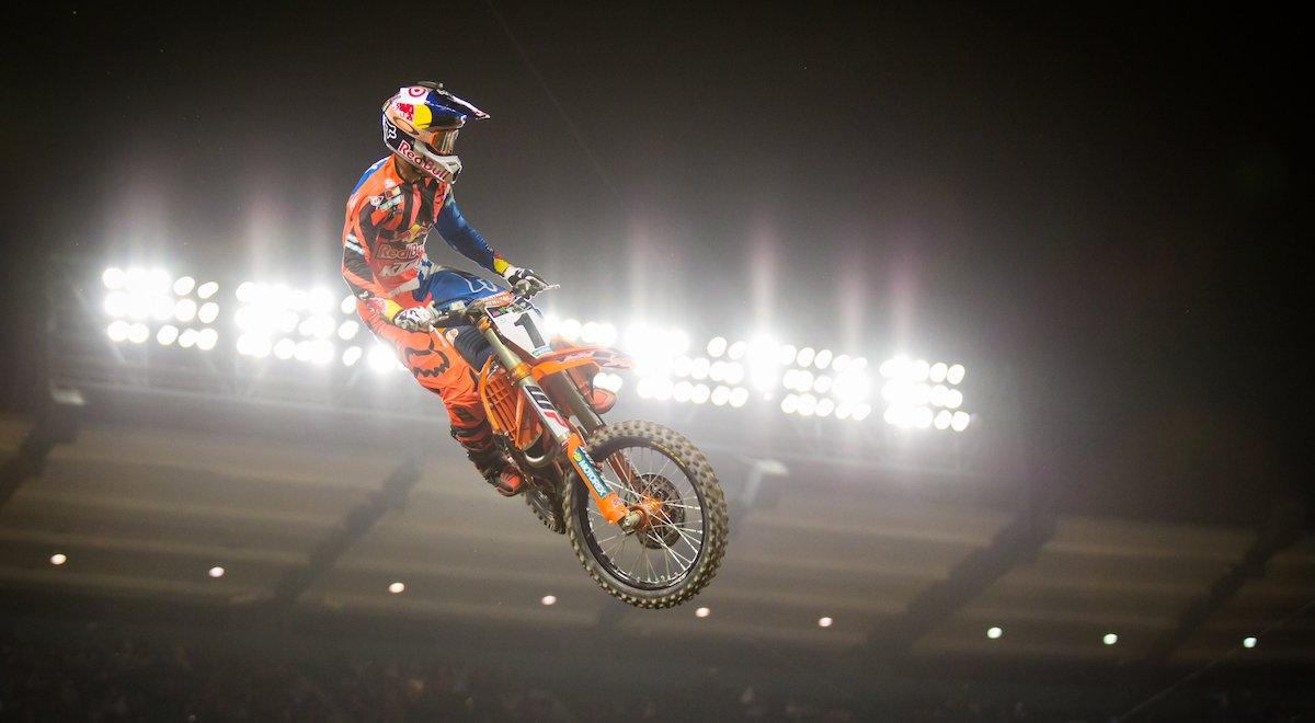 Dungey Picks Up First Win Of 2017 As Rival Roczen Crashes